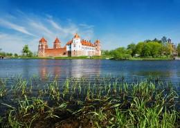 Belarus_village-Mir_castle