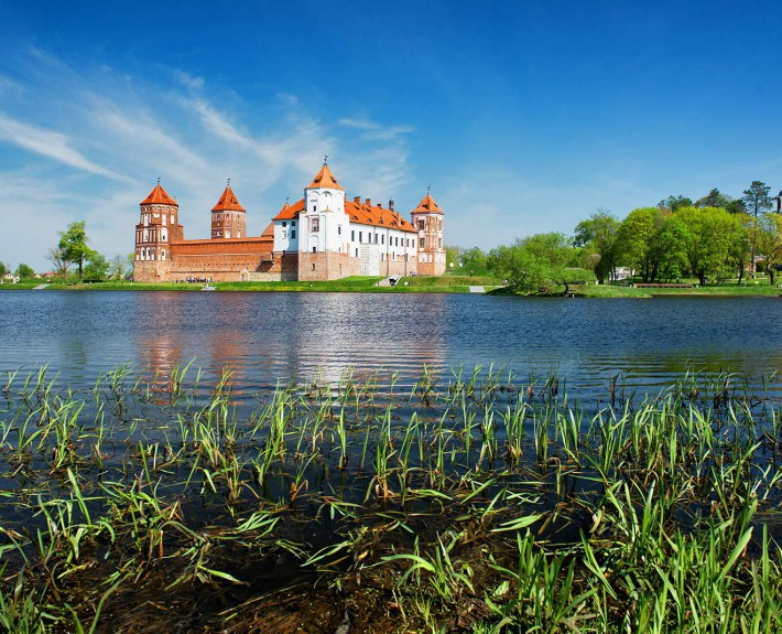 Belarus_village-Mir_castle
