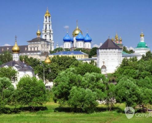 Sergiev Posad_panorama_shutterstock_80137234