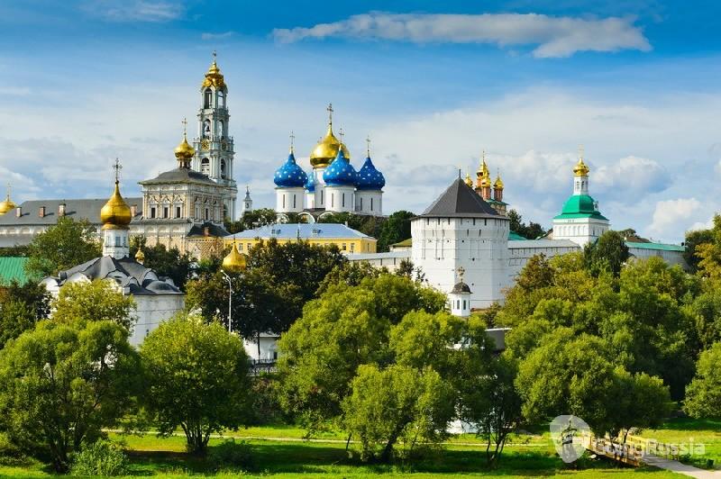 Sergiev Posad_panorama_shutterstock_84105520