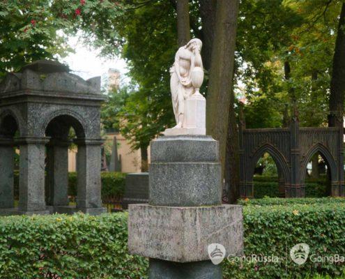 Некрополь мастеров искусств Государственного музея городской скульптуры